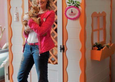 casetta arancio con me e gatto